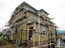 Отделка каркасного дома декоративной штукатуркой с утеплением по Изоплату